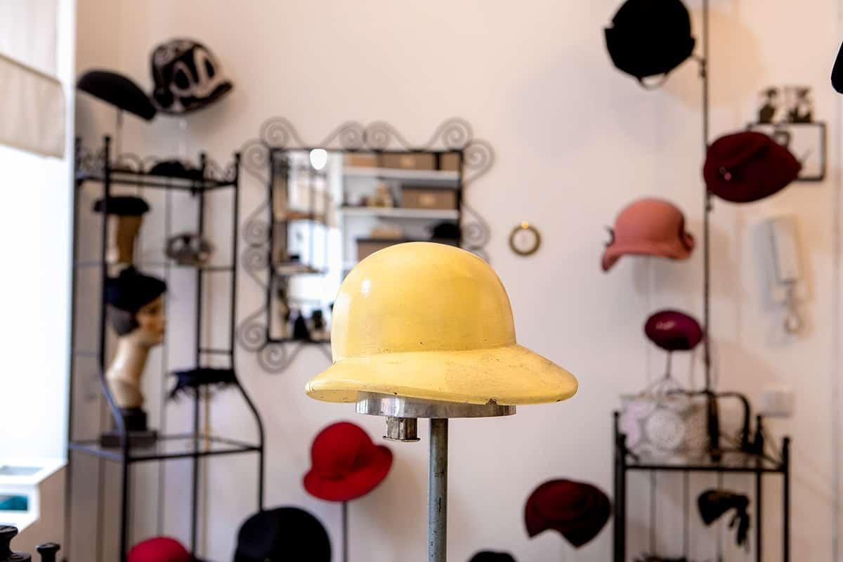 Eine Hutform zum Modellieren der Hüte
