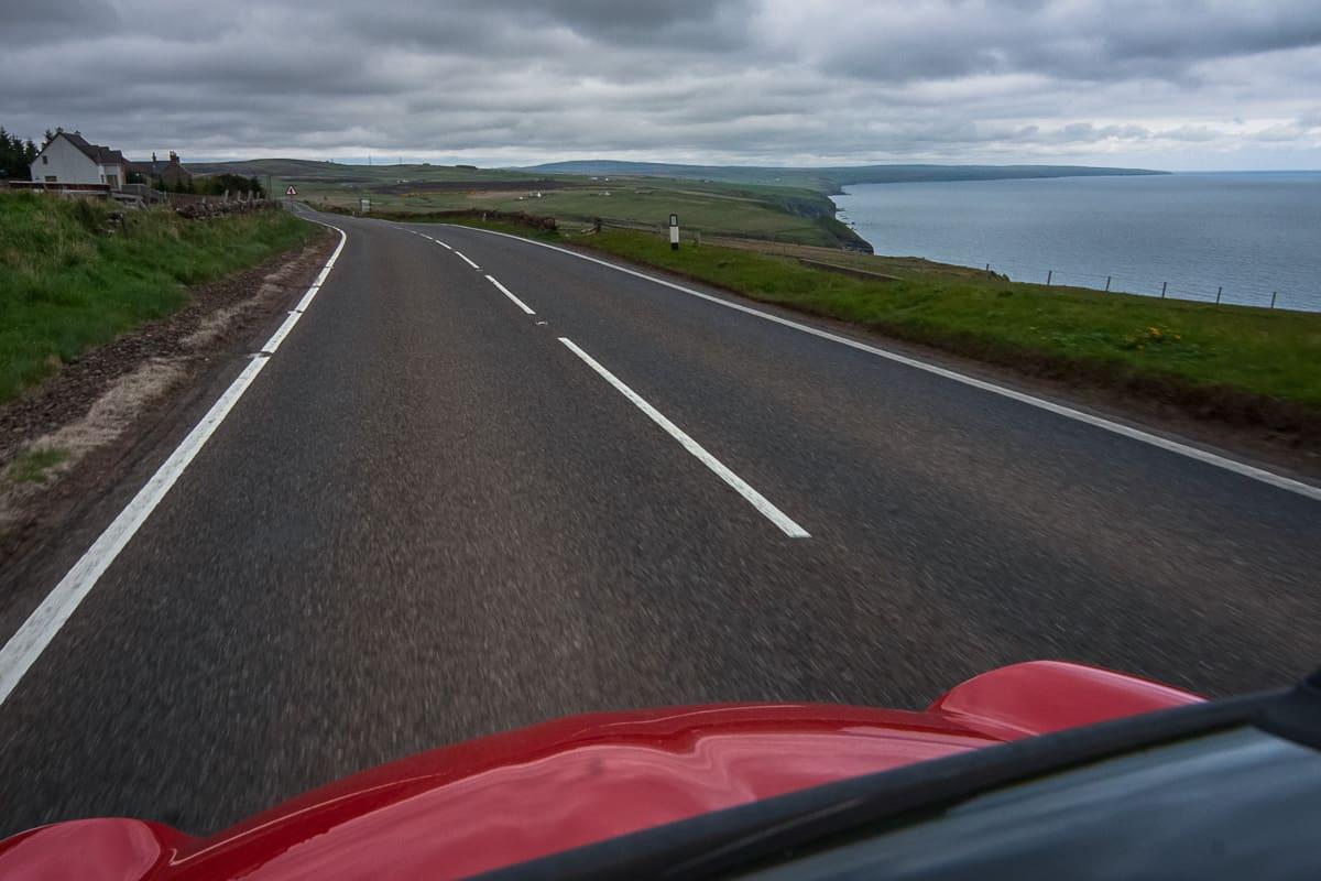 Straße in der Grafschaft Caitness bei John o'Groats