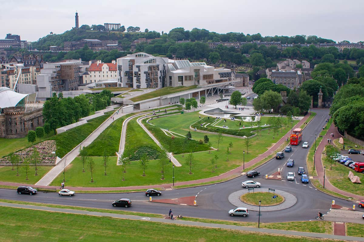 Kreisverkehr am Parlament in Edinburgh