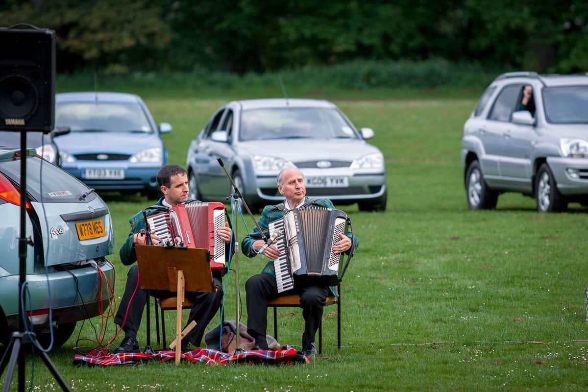 Akkordeonspieler auf einer Highland Night in Pitlochry