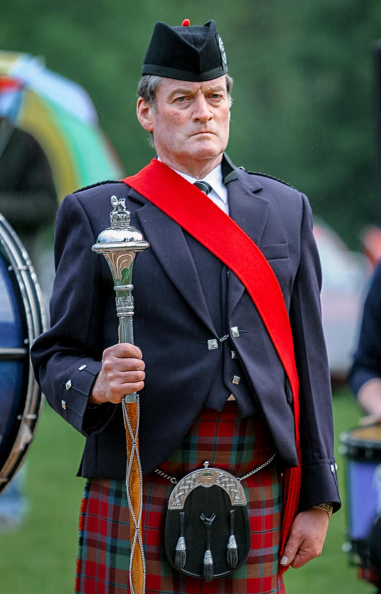 Drum Major Kenny Forbes der Vale Atholl Pipe Band