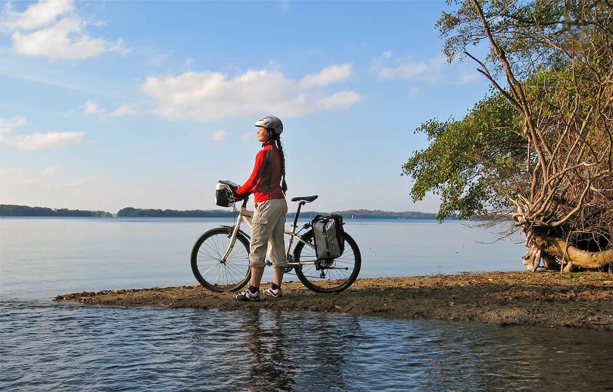 Der Ploener See liegt am Mönchsweg