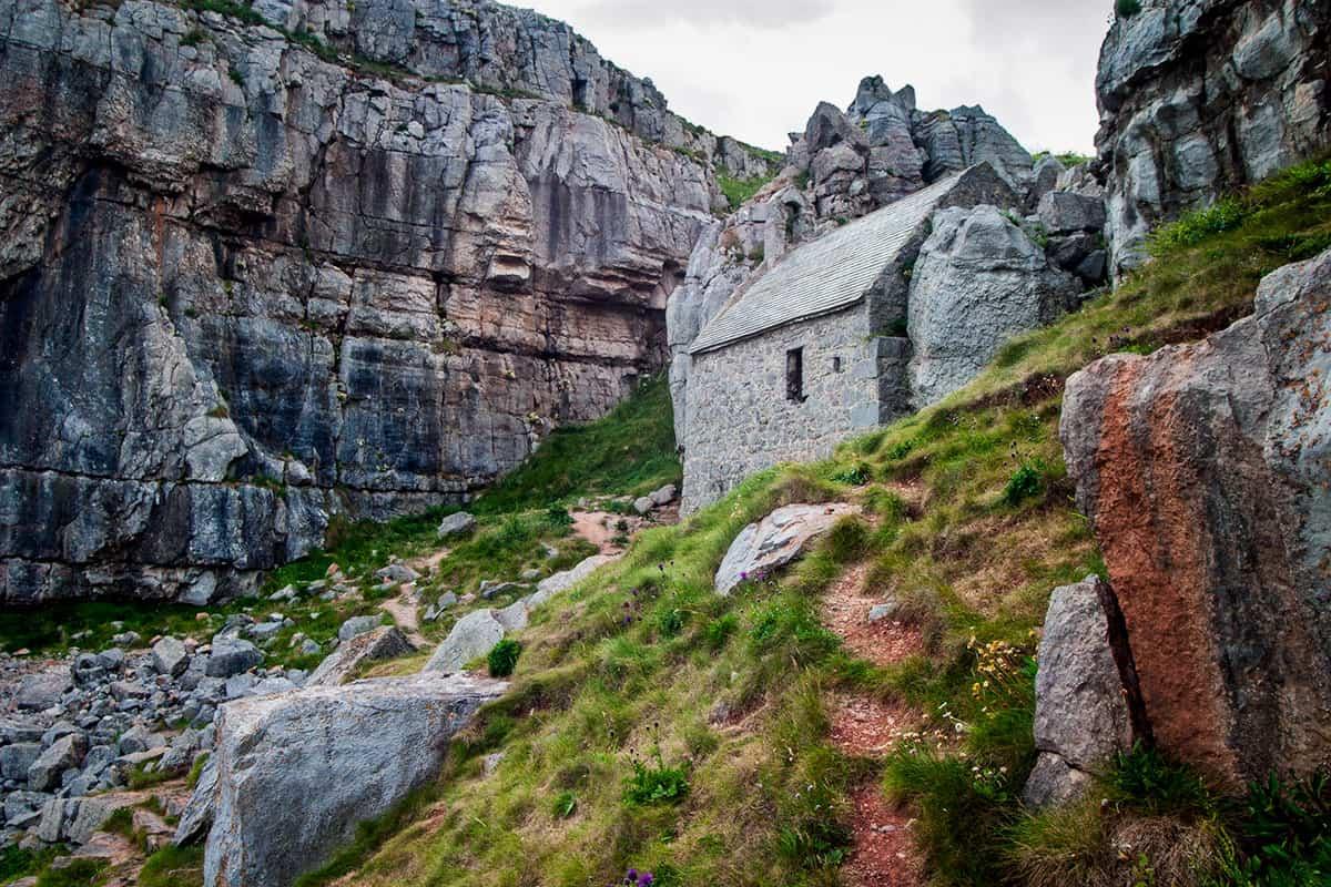 St. Govan's Chapel an der Südküste von Pembrokeshire
